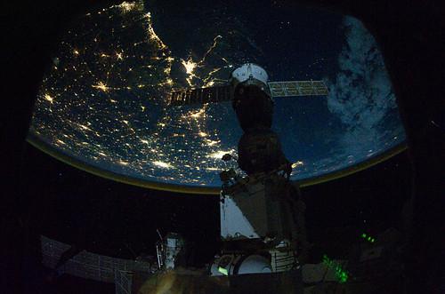 Iluminación eléctrica de la Tierra desde el espacio